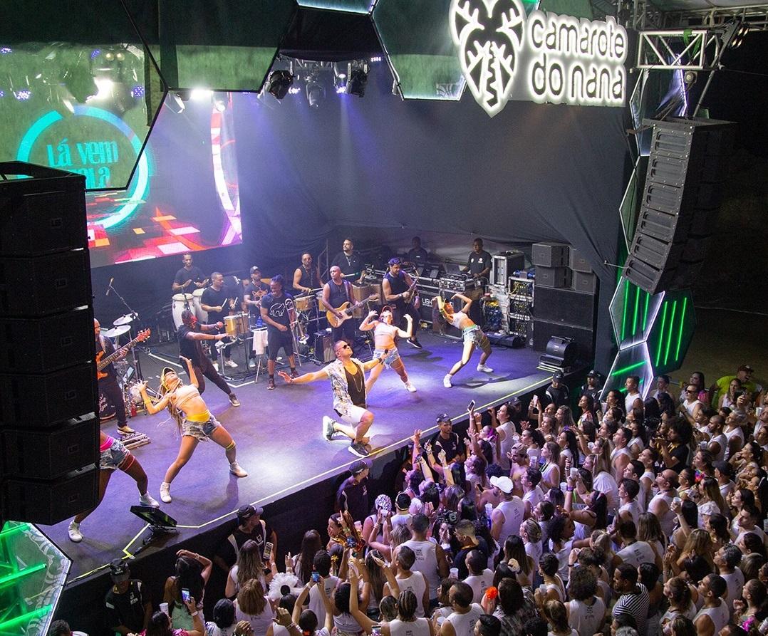 Show da banda Harmonia do Samba dentro do Camarote do Nana