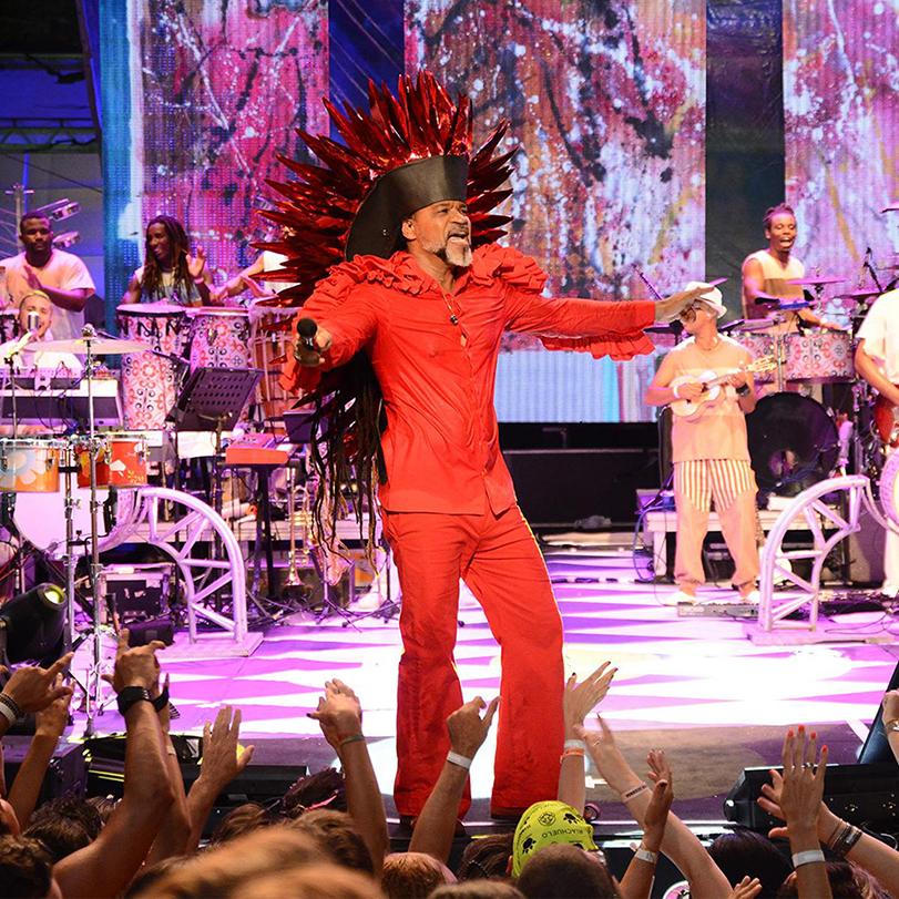 Show de Carlinhos Brown dentro do camarote Planeta Band