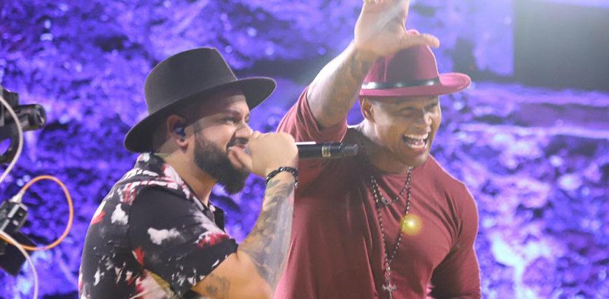 Léo Santana grava DVD em Praia do Forte com participações especiais